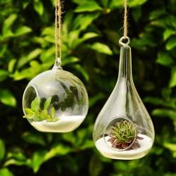 Vackra hängande glasvaser